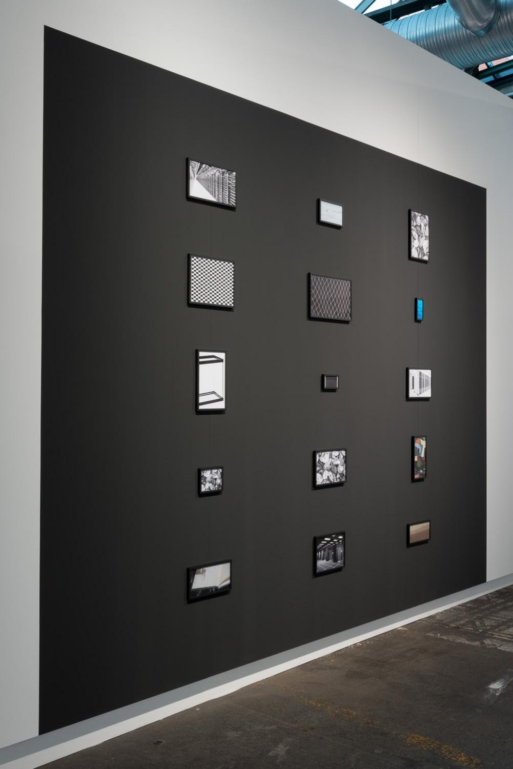 Sean Snyder Aspect Ratio (Topaz), 2015-2016 15 color and b/w archival pigment prints on matte paper, various formats, 1 cm black aluminum frame, on 300 cm high x 400 cm wide wall painted RAL 9017