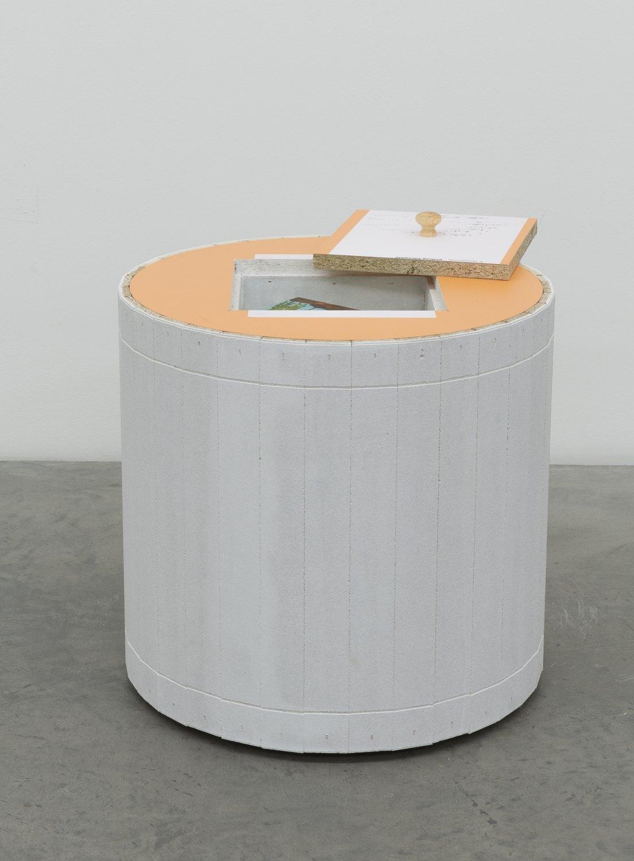 Manfred Pernice   orientierung-Odenwald, 2015    Wood, ceramic, booklet,  42.5× 51.5× 51.5 cm