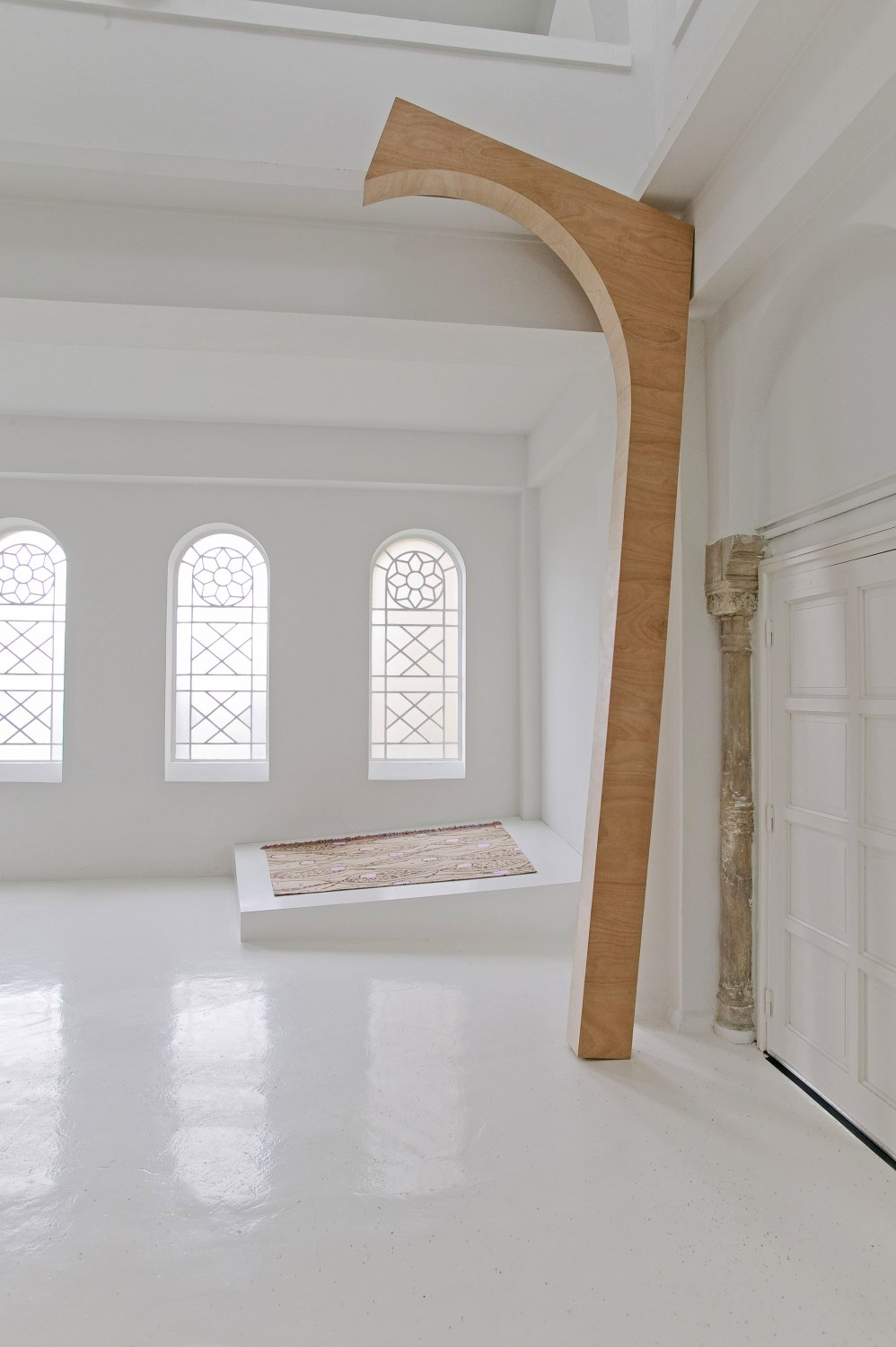 Marc Camille Chaimowicz Arch 2 (Delme), 2007 Untreated plywood, 430 × 151.1 × 15 cm